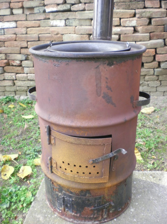 Dragan's homemade stove. Made from an old oil barrel