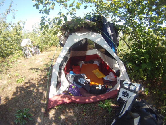 A warm night a morning in the Turkish interior, I move my tent twice and use a sleeping bag to hold back the heat of the sun