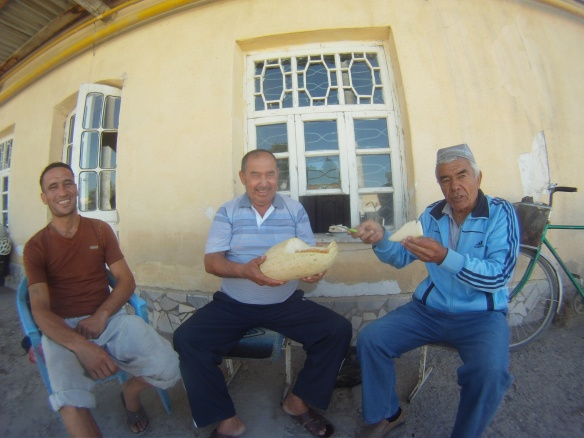 More local amigos demonstrating the proper method for eating melon