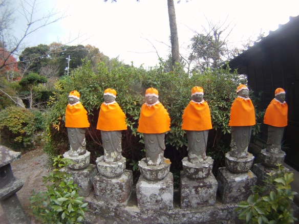 Jizzo, Bodhisattva statues dressed for the winter