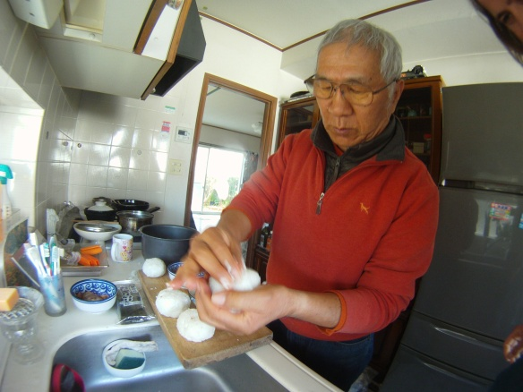My host and friend in Kamakura, Hatashimari  teaches me to make my favorite Japanese snack Oni Guri Rice balls