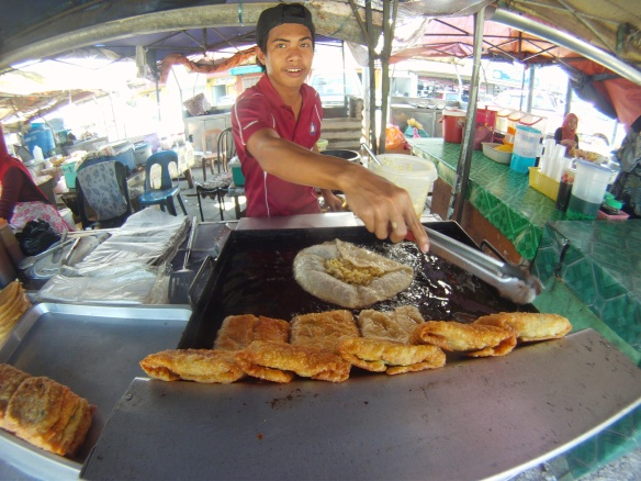 Deep fried street food, this one is filled with cabbage mayonnaise and chicken before being fat fried